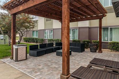 Comfort Suites_Patio