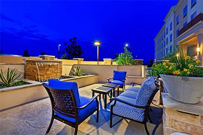 Holiday Inn_Patio